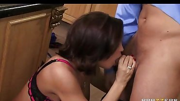 Lonely Big-boobed Milf Diamond Foxxx Fucked Hard In Her Kitchen [xVOD.se]