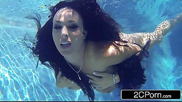 Stunning MILF Holly Halston Giving Amazing Underwater Blowjob
