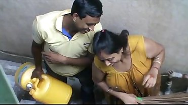 Wonderful enjoyble funny moment of Bangla deshi Sapna bhabhi in early morning