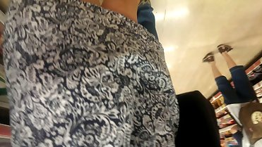 mommy upskirt at supermarket