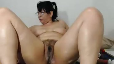 amateur-latinaxxmilf-masturbating-on-live-webcam