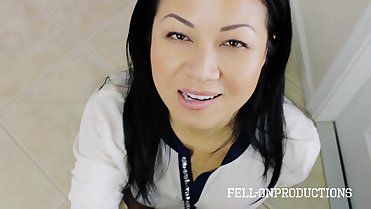 Asian Housewife Jackie Lin Blows Delivery Guy
