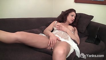 Hot MILF Olivia Masturbating