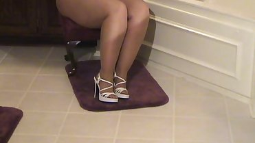 Thick legs, high heels, pantyhose, ... what's best ? (p6)