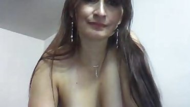 Cute MILF strip on cam