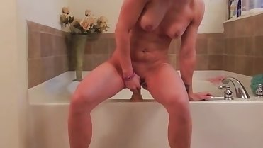 Milf toying herself. Arla from DATES25.COM