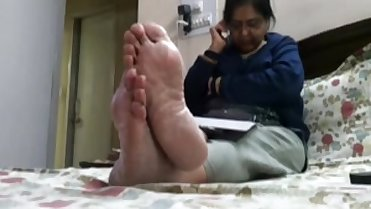 Help me find more clips on this person. Thick meaty soles. Message or post